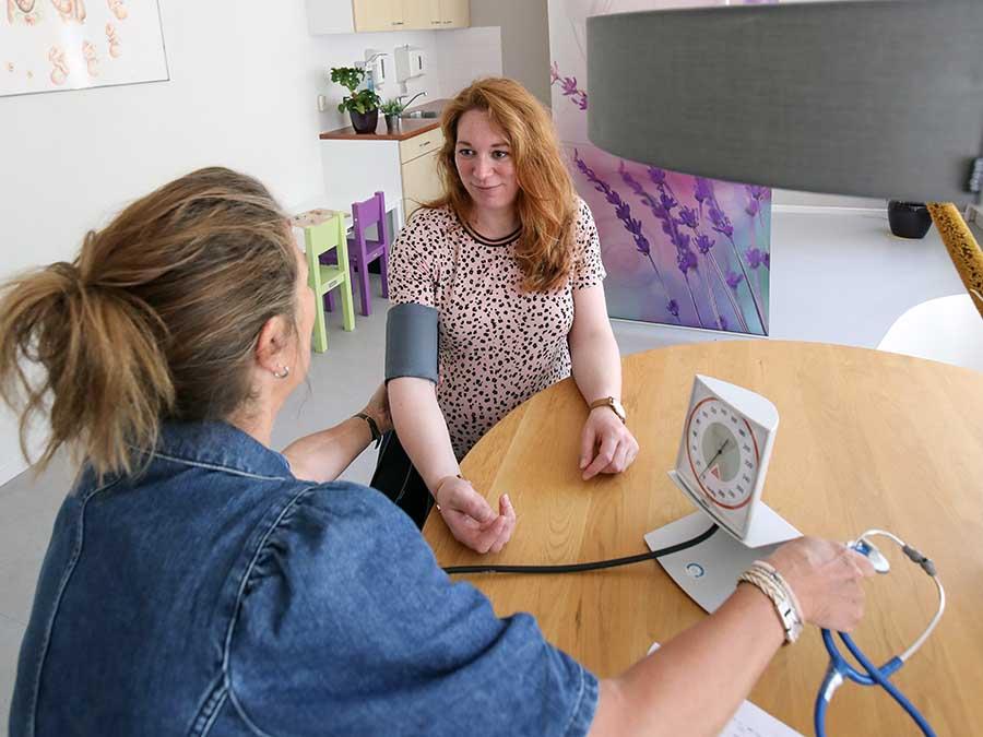 controle zwangerschap bloeddruk opmeten